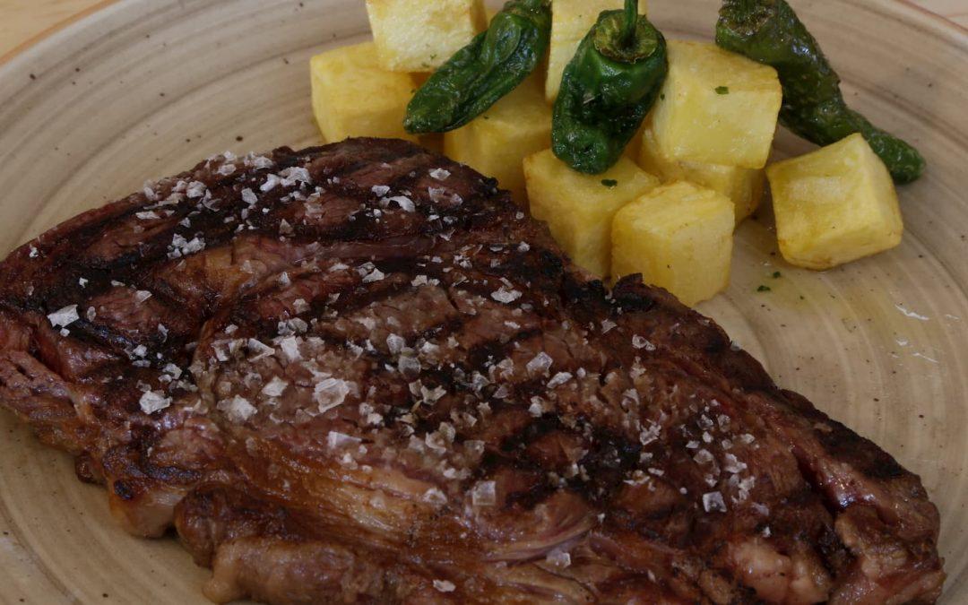 Plato de entrecot con patatas Casa Emiliana