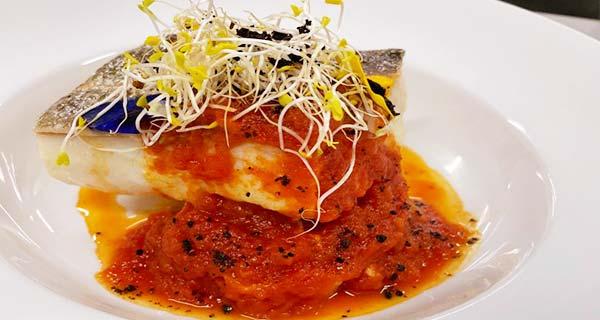 Bacalao del cantabrico salsa de tomate y sal de olivas