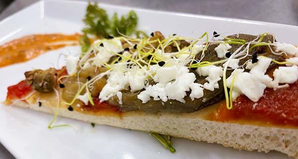 Tostita de Verduras asadas y queso feta