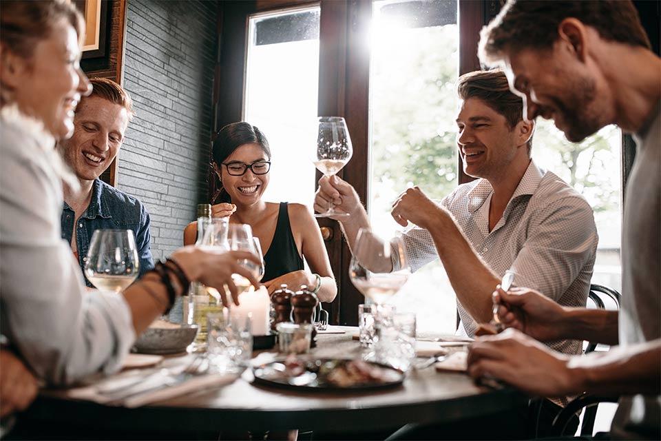 ¿Se puede comer rico y saludable fuera de casa?