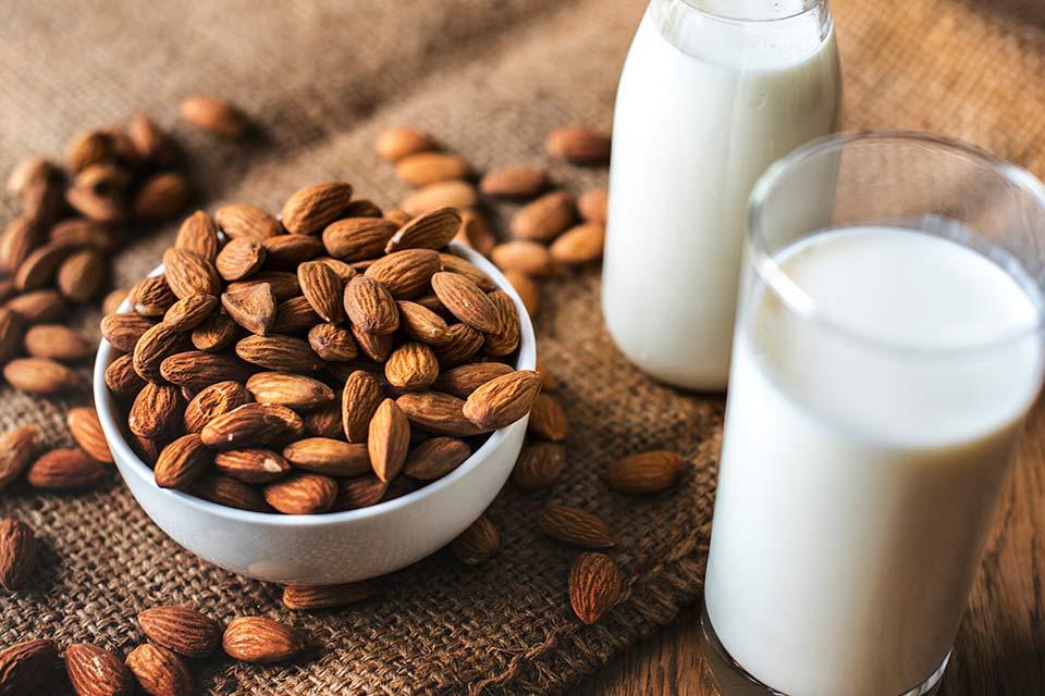 leche de almendras en casa emiliana